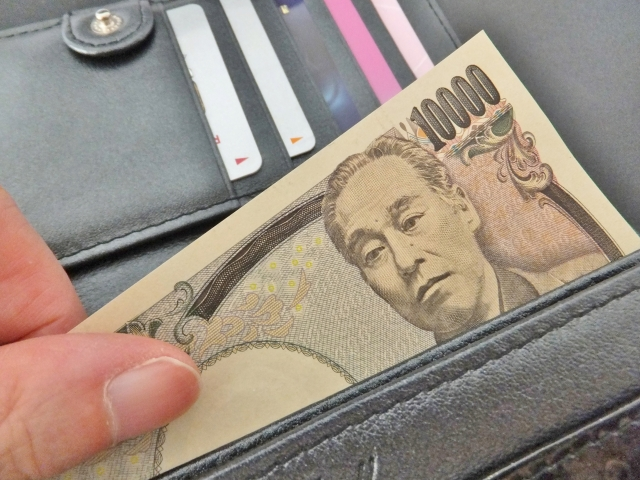 現金と財布